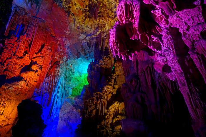 Пещера тростниковой флейты. Китай. Самые красивые места в мире от которых захватывает дух